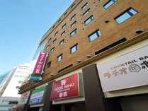 *1階がファミリーマートさん、エントランスよりEVで3階がフロントです。