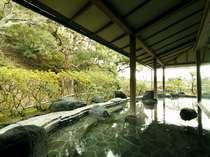 四季折々の景色を楽しみながら・・・男性用露天風呂