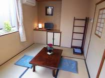 【本館一般和室6畳】明るく開放感のあるお部屋。大の字でおくつろぎいただけます。