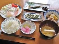 2013年ユネスコ文化遺産に登録された一汁三菜の朝食です。