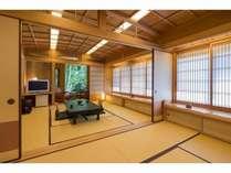 【あやめ】8畳2間で部屋専用玄関付、縞翡翠の岩風呂付の特別室です