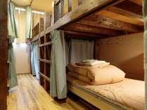 男女共同のドミトリー(8人部屋) ※電源、ベッドライト、ベッドカーテン、貴重品管理ボックス有