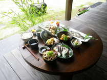 【夕食】自家製の野菜・地元食材を使ったボリューム満点の夕食☆