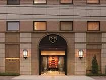 ■ホテル外観■一歩足を踏み入れると、博多祇園山笠のモニュメントがお出迎え♪