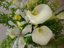 庭で咲いた花が館内のあちらこちらに。