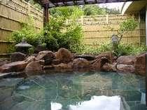 静かな雰囲気の露天風呂