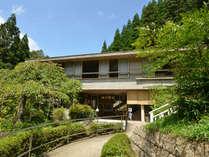 *高槻森林観光センターのなかにある緑に囲まれた宿泊施設です