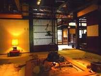 百年の時を経た草円の母屋、煙香庵。厳しい風雪に耐えぬいた建物は国の有形文化財に登録されています。