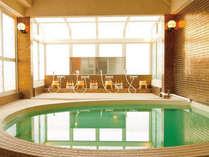 *【大浴場】男女別に1箇所ずつあり、10名様ほどがご入浴いただける広さです