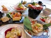ご夕食の一例。季節の会席料理。天候や仕入都合等により、内容が異なります。