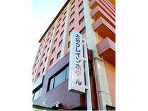 新日鐵正門通り、日吉町交差点に立地してます。ホテル脇に70台分の駐車場完備。