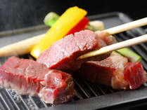 厚切りの和牛ステーキを、鉄板の上でじゎっと焼いてどうぞ。