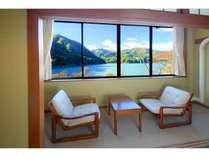 全ての客室から赤谷湖を一望出来ます