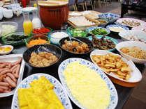 朝食バイキング沢山食べて、一日に備えてください!