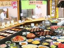 あつあつの肉料理や天ぷら等約70種類のメニューをそろえております♪