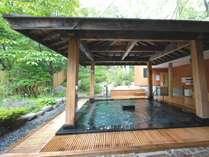 朝風呂におすすめの自然に囲まれた露天風呂です