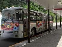 日本唯一のトロリーバスで黒部ダムへ