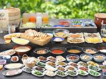 信州漬物や焼き魚など、体にやさしい朝食バイキング