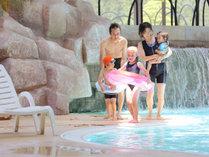 土日祝祭日・春休み・夏休み・冬休みはプールで遊んで思いで作り♪