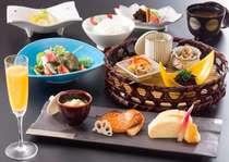 ご朝食は料理長手作り和定食で、一日の始まりのご朝食も丁寧にお作りしております。