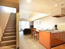 広々としたメゾネットタイプの客室にはフルキッチンを備えており各種調理器具を取り揃えています。
