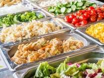 ■朝食:産地直送の有機野菜をふんだんに使ったメニューが大好評!