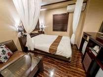 ■客室:スタンダードクイーンのベッド幅は160cm幅のクイーンサイズ!カップルにオススメ♪
