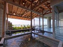 *露天風呂/天然ラドン温泉が湧き出る湯船。竹島の情景を眺めながら至福のひと時をお過ごし下さい。