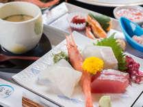 *お夕食一例/近海で水揚げされた新鮮な海の幸をお造りに。
