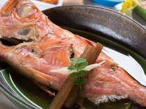 *お夕食一例/金目鯛の姿煮。豪快にまるごと味わう贅沢。