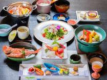 *お夕食一例/三河湾で水揚げされた新鮮な海の幸をはじめ、地元の旬味を活かした会席料理に舌鼓。
