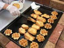 《朝食バイキング》ワッフルやフレンチトーストなど、焼きたてをご提供♪(イメージ)