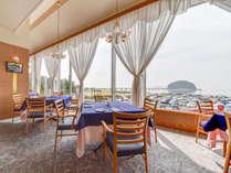 *【フレンチレストラン リヴァージュ】大きな窓から夕景を眺めながら、フレンチをおたのしみください