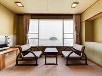 *【和室10~12畳】当館で最も人気のオーシャンビュー和室。目の前には三河湾が広がります