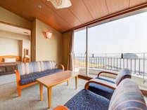*【和洋室】和室10畳+ツインルームの、広々とした和洋室。大きな窓が開放的な空間です