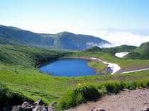 鳥海山の7合目より望む 鳥海湖