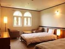 セミダブルサイズベッド使用、ゆったりツインルーム
