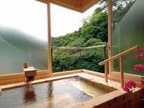 【本館】本館和室(和室8畳+踏込4畳)の展望檜風呂の一例