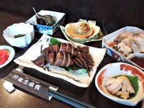 *夕食一例/女将が自ら市場に出かけ、永年培った確かな目で選んだ素材を使用して作るお料理です。