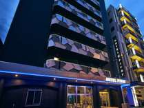 駅から徒歩30秒のホテル!2020年7月1日リニューアルオープン!チューブライトのネオンサインが目印です♪