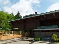 外観/自然豊かなニセコの森に包まれた、新しくも懐かしい風情の温泉旅館です。
