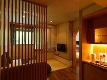 温泉展望風呂付デラックス和洋室/ツインベッド+畳スペース+温泉の展望風呂がついた、52平米の和洋室