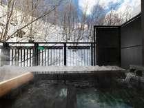 温泉露天風呂付スイート(客室一例)/テラスに温泉露天風呂が付いたスイートルーム。和洋室タイプです。