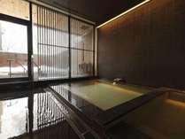 湯処[命泉の湯](一例)/冬のニセコを満喫しながら、至福の湯浴みをお愉しみください。