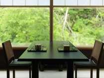 料理屋 松籟(しょうらい)/あたたかな杢のぬくもり感じるお食事処。ニセコの旬彩をお愉しみください。