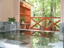 24時間の森を望む貸切風呂は空いていれば何度でもご利用できます。もう一つの家族風呂とご併用下さい。