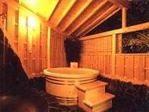 翌朝9:00まで 貸切で入れる檜の露天風呂※温泉では 御座いません。