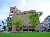 鹿児島市役所前みなと大通り公園沿いに位置し、桜島を望む景観の美しさは市内屈指★