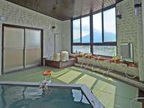 滑らないから安心♪畳敷きの展望風呂からは桜島を一望できます!