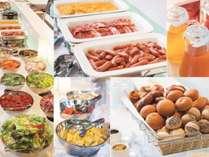 朝食は和洋食のビュッフェスタイル♪焼き立てパンが人気です!